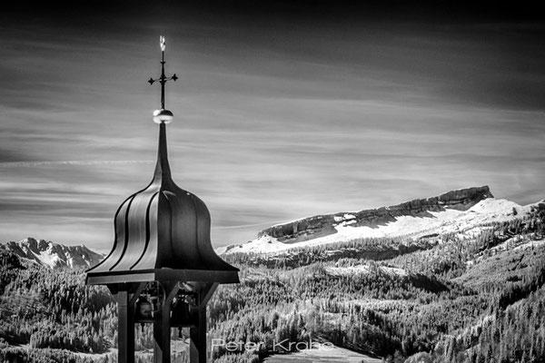 Glockenturm von Reichenbach vor dem Hohen Ifen