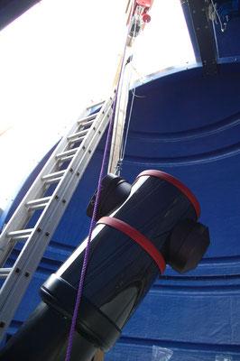 Traverskranen heiste den 220 kg-tunge DDM 160 og satte den på søylen.