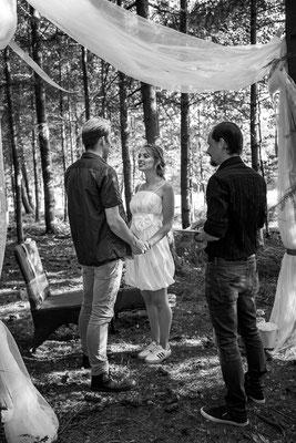 Elopement, Hochzeit im Wald, freie Trauung, Mikrohochzeit, heiraten zu zweit, verlobt, heiraten, Braut, Bräutigam