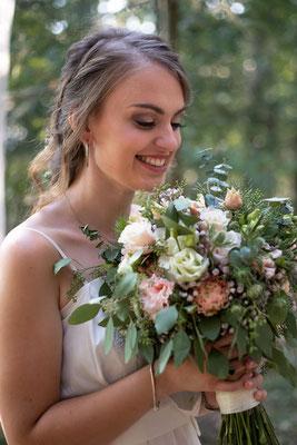 Elopement, Hochzeit im Wald, freie Trauung, Mikrohochzeit, heiraten zu zweit, verlobt, heiraten, Braut, Brautstrauß