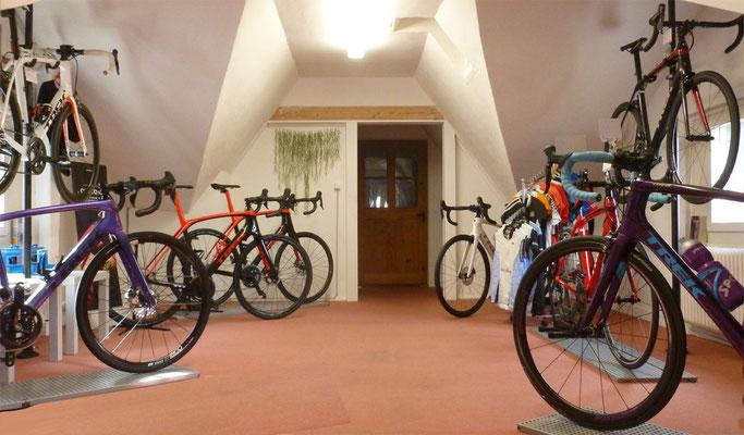Im Veloatelier finden Sie eine grosse Auswahl an Mountainbikes, E-Bikes, E-Mountainbikes, Freizeiträder, Rennvelos etc.