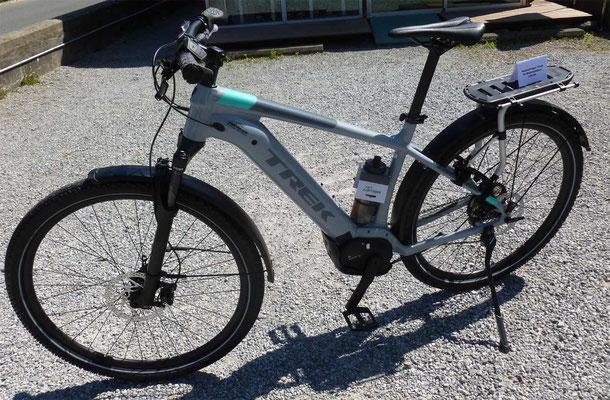 "E-Mountainbike TREK Powerfly 5 Lady mit ""Alltags""-Ausrüstung"