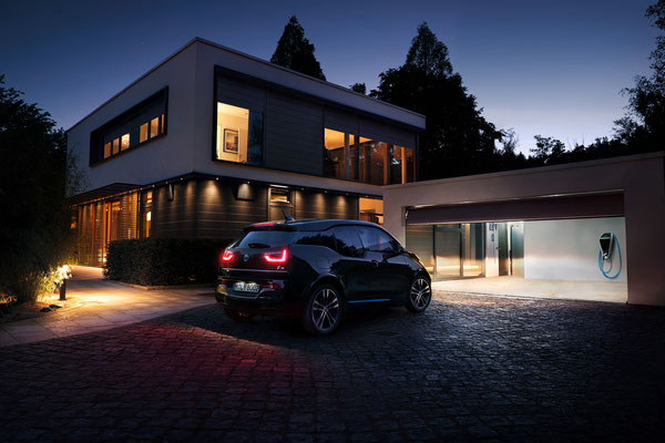 Client - BMW // Photographer - Manu Agah // Post Production - Sublime Postproduction // CGI - Philipp Bauss