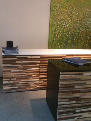 Kommoden mit neuartigen Holzfronten
