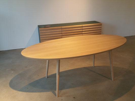 Holztisch oval