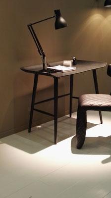 Stuhl mit Tisch
