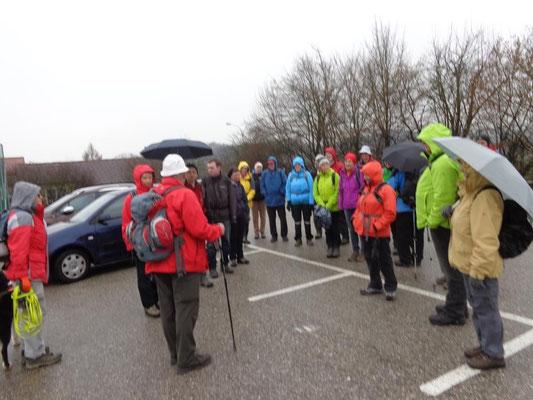 Begrüßung durch Wanderführer Karl Reitner
