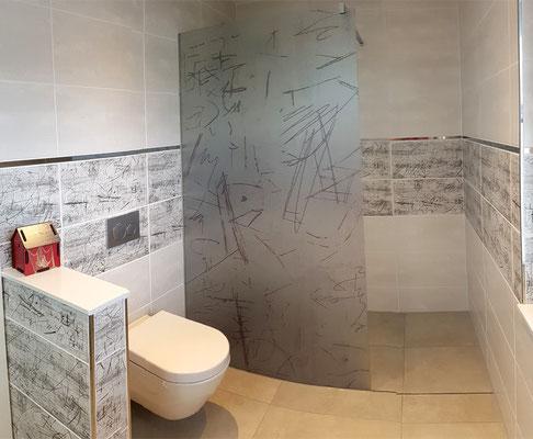 Großes Bad mit Dusche und WC