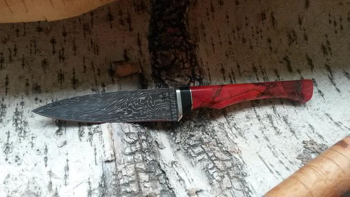 Kleines Kochmesser aus Explosionsdamast, Griff Neusilber, Ebenholz, rot stabilisierte gestockte Buche