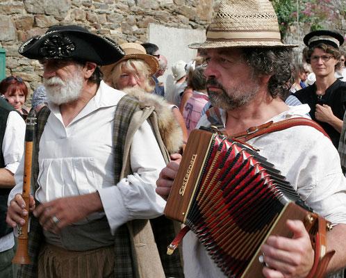 défilé des musiciens à Saint Suliac
