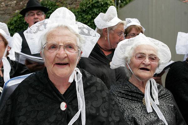 Les belles coiffes de Saint Suliac, coiffes bretonnes