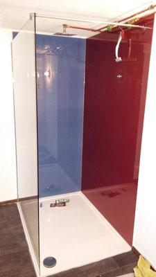 Barrierefreie Duschkabine mit Siebdruck Glas