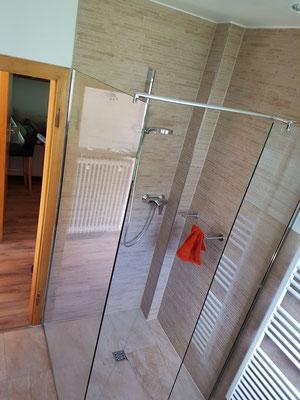 Barrierefreie Duschabtrennung ohne Tür