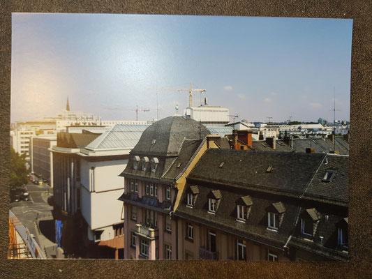 Verglasung über den Dächern von Frankfurt
