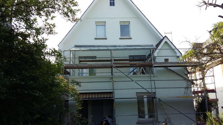 Balkonüberdachung aus VSG/TVG mit matter Folie