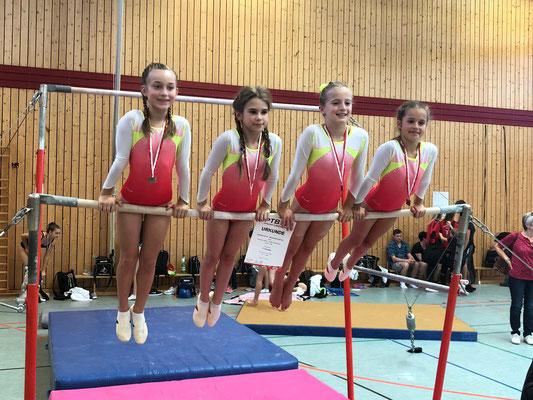 Lina Stark, Lorana Ajeti, Gabriela Pereskocka und Cara Suarez erreichte bei den Pfalzmeisterschaften den 5. Platz.