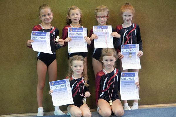 Im Jahrgang 2005 und jünger konnten sich Lea Axt, Carolina Baimler, Pauline Hübner, Kira Inham und Pauline Kutzke mit sehr guten Leistungen gegen 8 ihrer 9 Konkurrenzmannschaften durchsetzen und erreichten damit den 2. Platz.