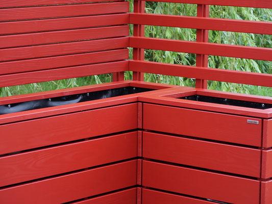 Pflanzkasten Holz Ecke mit Sichtschutz / Rankgitter nach Maß, Oberfläche: Nordisch Rot