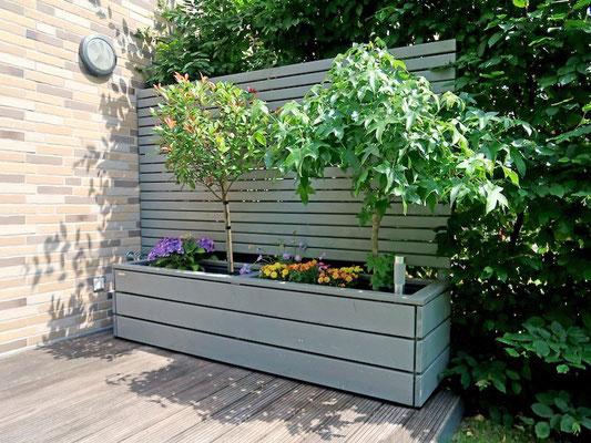 Sichtschutz mit Pflanzkasten nach Maß, Gesamtlänge: 240 cm, Oberfläche: Transparent Grau