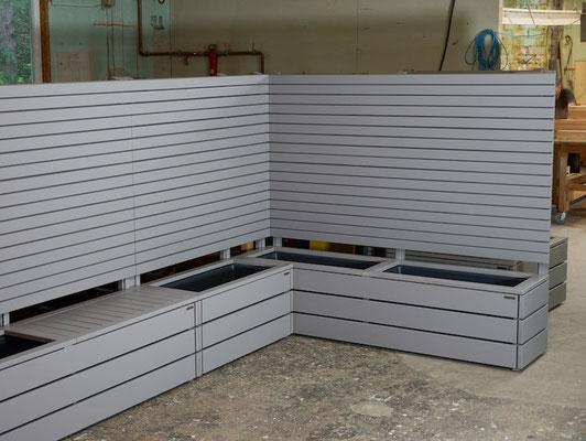 Pflanzkasten Holz Ecke mit Sichtschutz nach Maß, Oberfläche: Platingrau RAL 7036