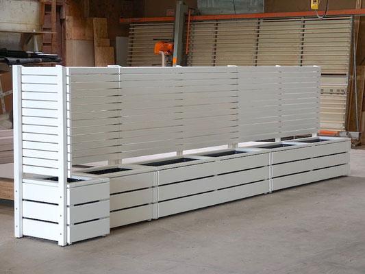 Pflanzkasten Holz Ecke mit Sichtschutz nach Maß, Oberfläche: Weiß