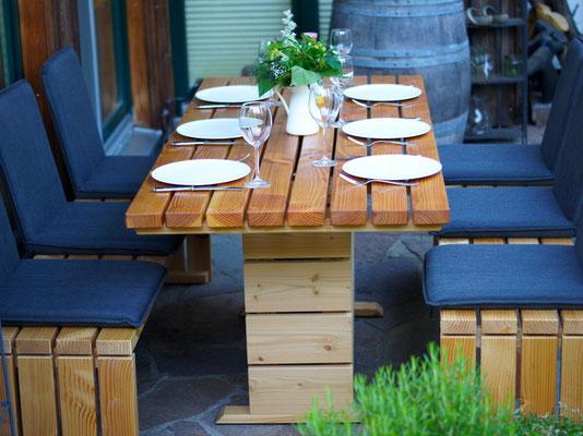 Gartenmöbel Set 2 Holz, Tischgröße: 180 x 80 cm, Oberfläche: Natur Geölt, mit Sitzschalen / Rücklehne