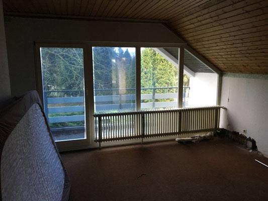 Schlafzimmer vorher mit Teppichbelag