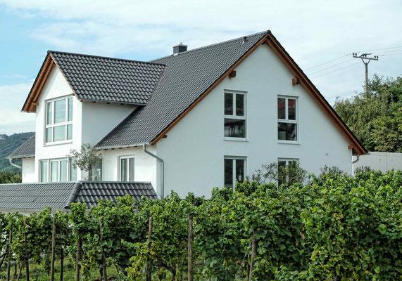 Wohnhaus mit Gewerbe in Weyher, Baujahr 2014