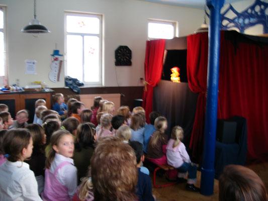 2005 Besuch des Kasperle zum Jubiläum der Bücherei (5 Jahre)