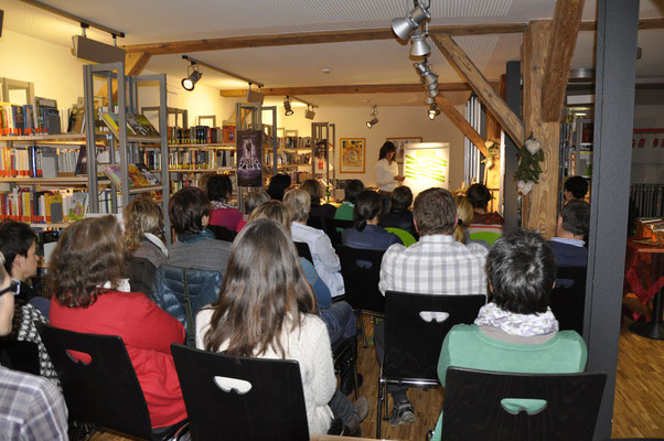 """Vortrag zu """"Kinesiologie"""" von Martina Bauser"""
