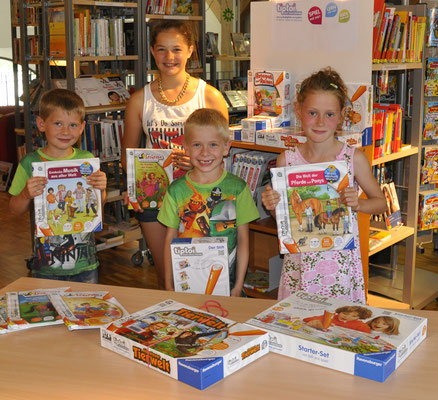 Spende der Sparkasse für die Anschaffung von tiptoi-Büchern