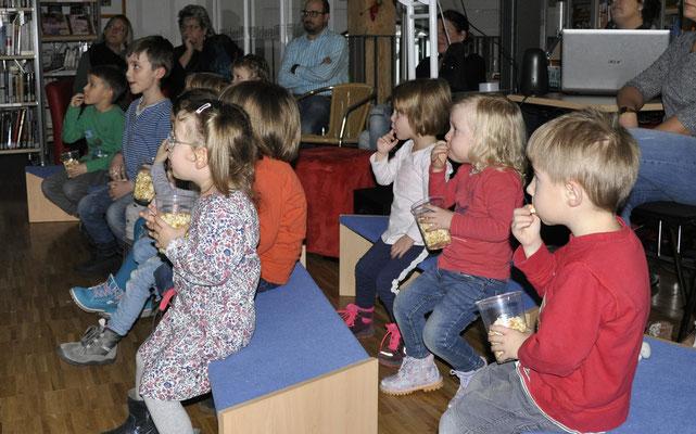 """Vorlesestunde """"Der Grüffelo"""" mit Bilderbuchkino im Januar"""