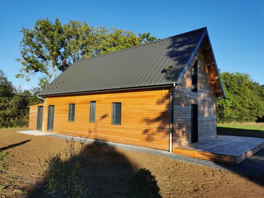 Maison ossature bois sur mesure  habillage mélèze de Sibérie ( petit Chambois 63)