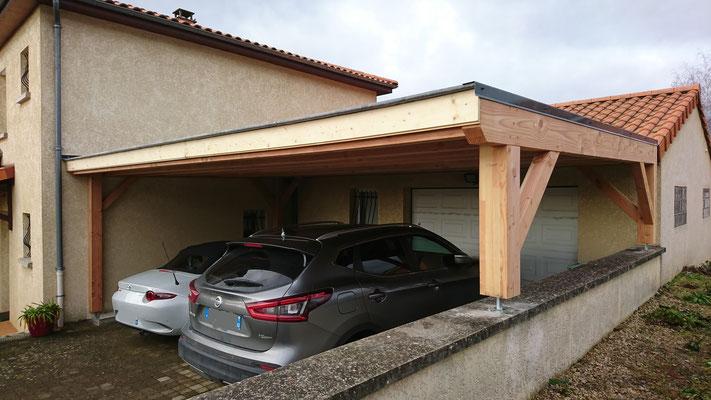 Carport sur mesure en bois de douglas poteaux contre collé ; couverture en EPDM