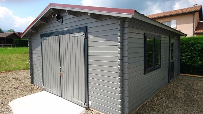 Garage roger 19 m² madriers 44mm, double porte en bois , fenêtres  portes d'entrée  double vitrage ( 3/6/3) - (Peinture réalisée par le client)