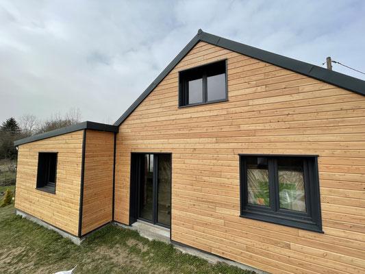 Maison ossature bois habillage en bardage mélèze de pays ( Ceyssat 63)