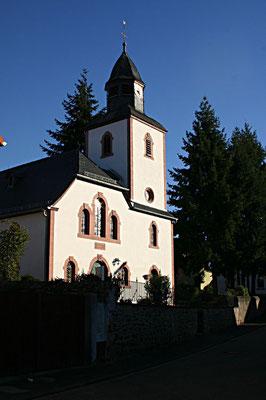 Die Kirche im Nachbarort Blofeld