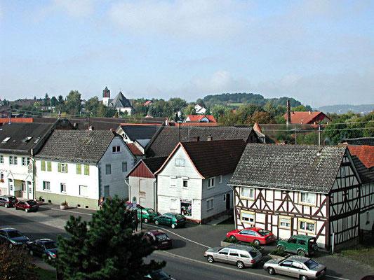 Ranstadt: Blick vom Rathaus zur katholischen Kirche