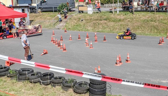 2 Runden galt es auf dem länglichen Parkours des MSC Pößneck zu meistern