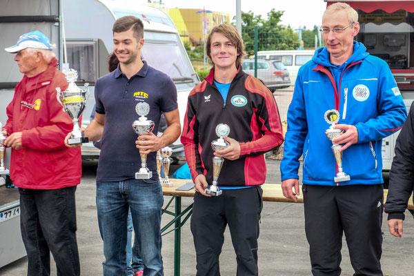 Siegerehrung für Andreas Prautsch (Platz 2) hinter Peter Carius (MTC Gera)