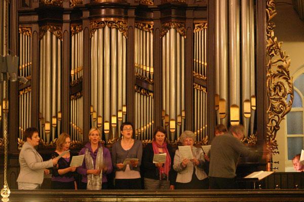 laatste repetitie met orgel, bespeeld door Eeuwe Zijlstra
