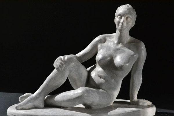"""Sitzender Akt"", 2016, 23x30x16cm, Gips"