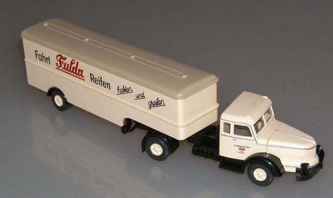 Wiking H0 8913837 Koffer-Sattelzug Krupp Titan Fulda Reifen Seite