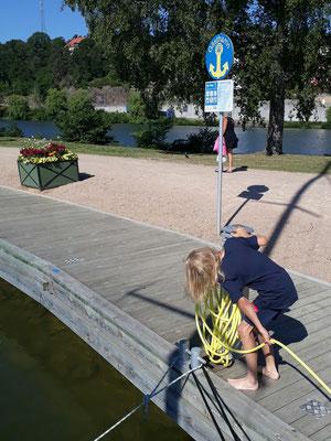 Hanging the hose back orderly