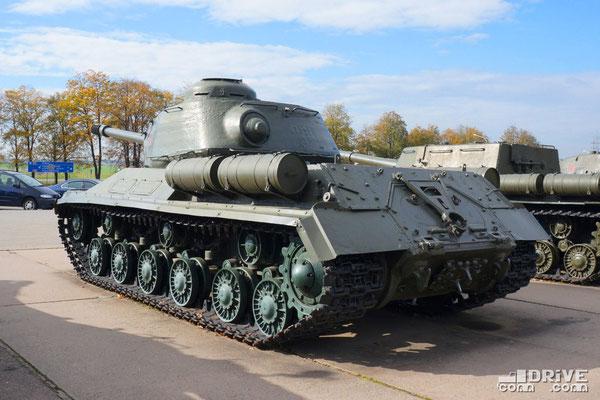 Экспонат не совсем комплектный - отсутствует маска орудия, дульный тормоз, щелевой от пушки М-62Т2 (2А17) не устанавливавшейся на ИС-2
