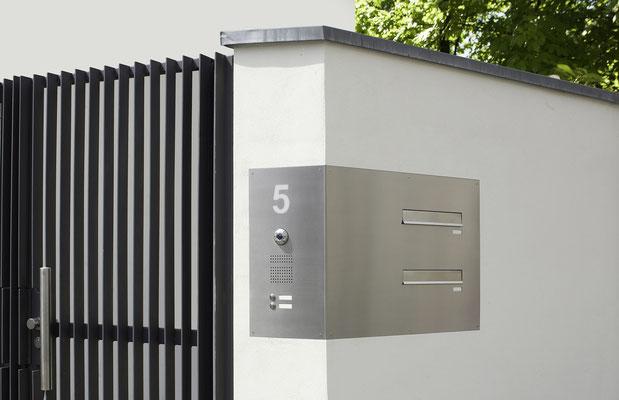 Mauerdurchwurf Briefkastenanlage bei der Firma Boshammer in Düsseldorf