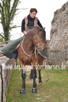 Cavemore Maßanfertigung für Welsh B Pony Hengst Seitenansicht