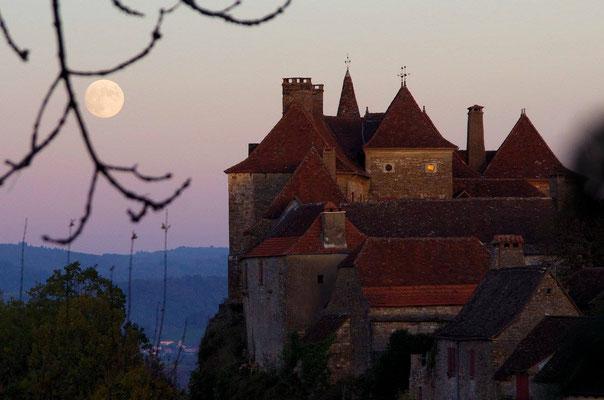 Le village de Loubressac au crépuscule