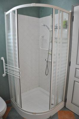 La douche avec les produits de base