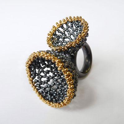"Ring ""Schalen"", Silber geschwärzt und goldplattiert"